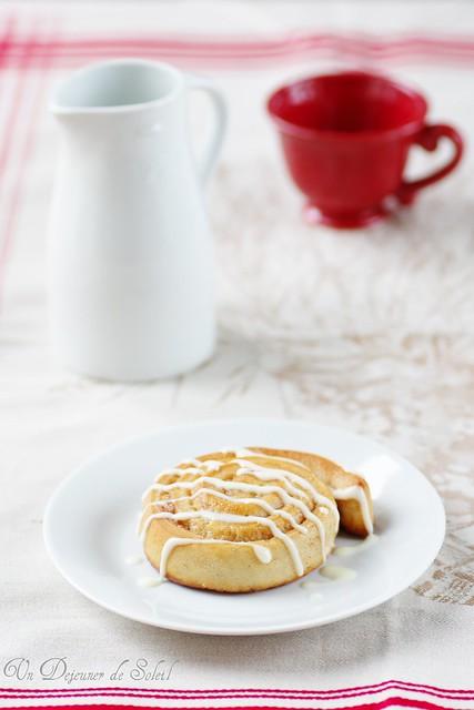 Cinnamon rolls with mascarpone