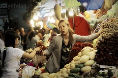Night Market (lynhdan) Tags: life street fruits night canon thailand asia southeastasia market busy pattaya chonburi 50d 5photosaday canon50d streetthailand earthasia totallythailand lynhdan