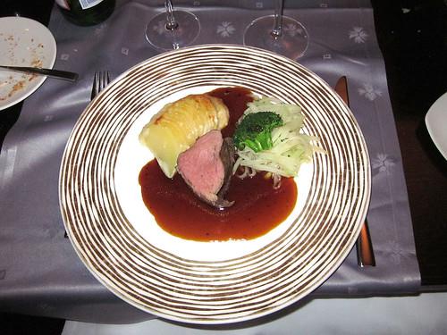 Angus Rinderfilet mit Kohlrabigemüse, Kartoffelgratin & Trüffeljus