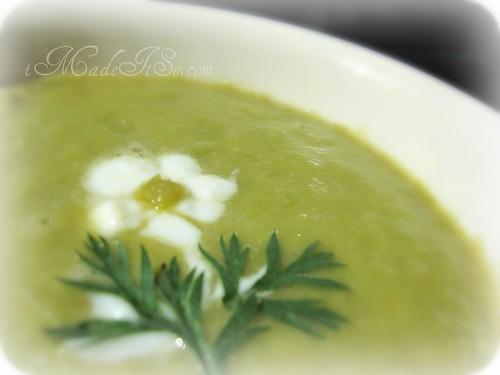 green leek soup garnished