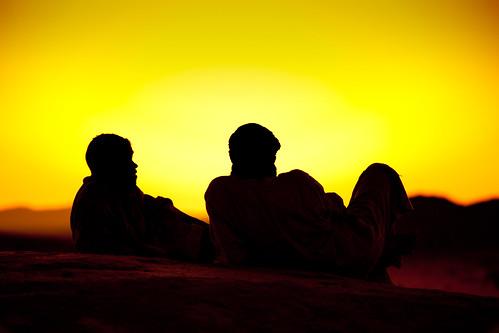 フリー写真素材, 人物, 人と風景, 砂漠, 夕日・夕焼け・日没, シルエット,