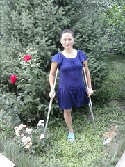 amp-1419 (vsmrn) Tags: amputee woman crutches onelegged