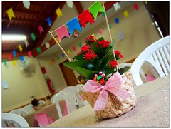 Quanto mais simples... (| Boutique do Feltro |) Tags: birthday party flores flower de handmade flor centro artesanato rosa felt feltro festa aniversrio festas mesa vaso junina fita tema enfeite salo bandeirinhas convidados xadres