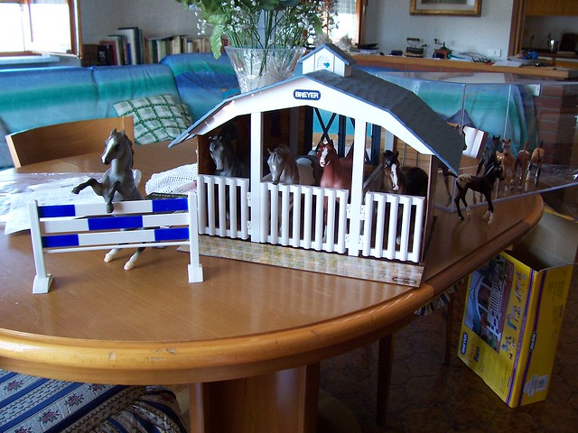 Breyer horses and barn 3