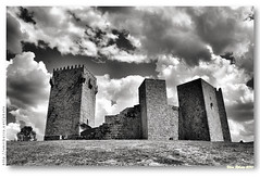 Castelo de Montalegre (b/w 01) (vmribeiro.net) Tags: castle portugal sony castelo α montalegre a350 ilustrarportugal sonydslrα350