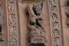 Al caldero catedral León (Javi Asturies) Tags: arte caldera diablo león pecado piedra demonio infierno gótico iconografia catedraldeleón arquivoltas