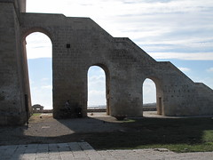 Lunga scala per Torre Lapillo. (sangiopanza2000) Tags: italy holiday italia arches stairway scala salento puglia vacanza archi apulia sangiopanza luciedombre torrelapillo