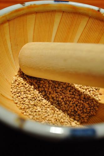 sesame seeds grinding
