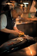 Tsukiji fish market, Tokyo. (eamesboy. Busy..) Tags: leica fish japan 50mm tokyo fuji market f1 tsukiji 100 noctilux expired provia m7 e60