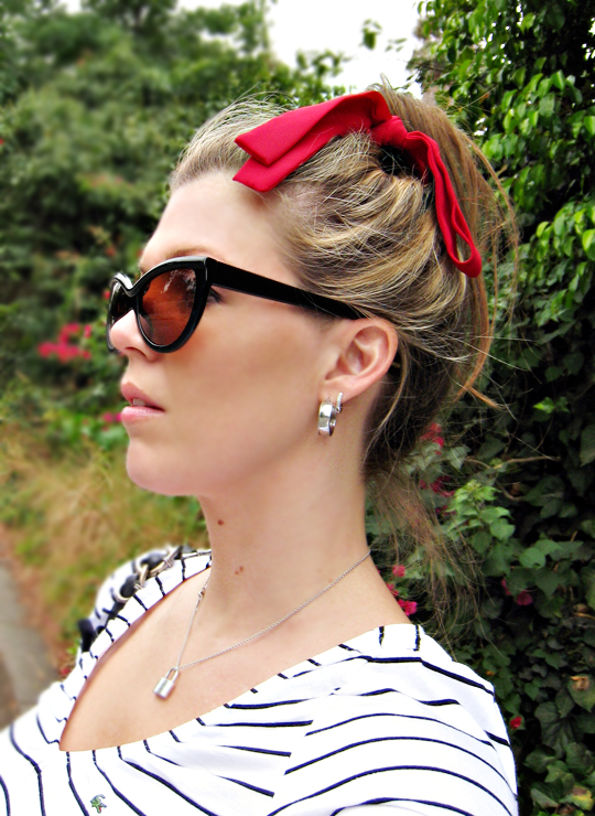red bow in hair+tom ford anouk sunglasses+tiffany locket necklace