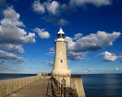 North Pier Lighthouse, Newcastle Upon Tyne, England (Fin Wright) Tags: ocean uk light sea lighthouse building tower water architecture canon newcastle ian faro photography coast pier lighthouses britain united tide great kingdom tyne powershot wright fin beacon tyneside tynemouth phare fyr leuchtturm upon newcastleupontyne breakwater pharos fari toudai faros phares farois leuchttrme g10