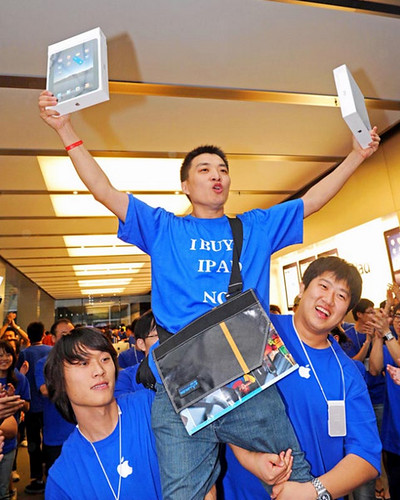 First guy to get an iPad in China