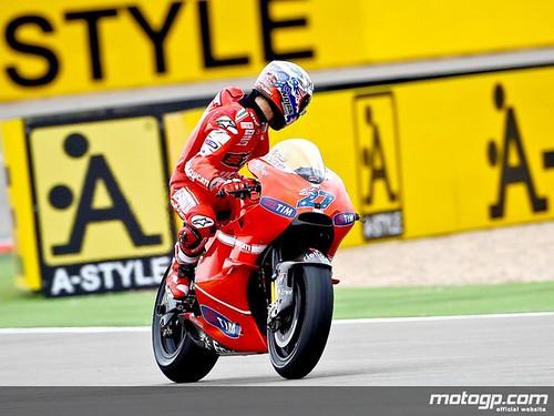 Casey Stoner in action at Motorland Aragón photos