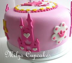 Princess castle cake (Mily'sCupcakes) Tags: pink girls castle cake princess barbie disney cinderella princesas milyscupcakes