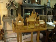 Shrine of teak ศาลเจ้าที่ไม้สัก