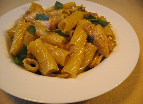Rigatoni with Braised Chicken and Saffron Cream 014