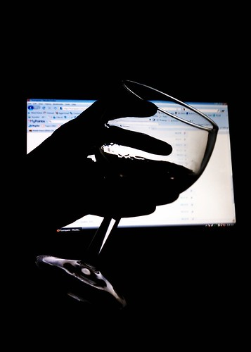 Glass of wine (cropped)