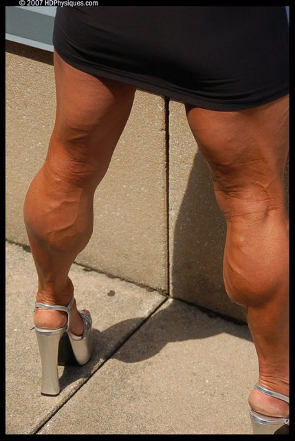 huge_muscular_calves_1