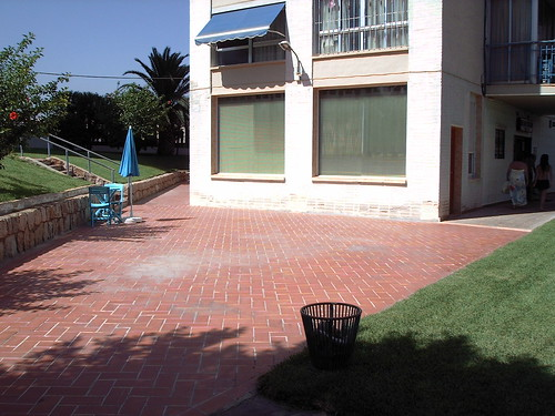 Terraza en usufructo con 80 m2. Pida más información en su agencia inmobiliaria Asegil de Benidorm  www.inmobiliariabenidorm.com