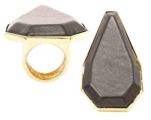 Vita Fergie ring