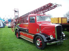 FJH 489 (markkirk85) Tags: light four fire escape engine pump dennis appliance hertford brigade