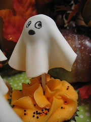 Ghost Cupcakes (ashleycupcakes) Tags: autumn halloween cupcakes ghosts cakepops