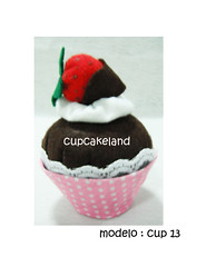 cupcake tecido mod.13 (Cupcakes de tecido Cupcakeland) Tags: cupcakes decorao presentes sache lembrancinhas alfineteiro agulheiro cupcakefeltro docesdefeltro cupcakedetecido lembranaparach lembranaparacasasamento docesemfeltro docesemtecido
