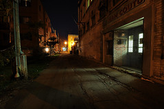 Ruelle dans Hochelaga, Montral - Alley in Hochelaga, Montral (VdlMrc) Tags: door city longexposure light urban canada night contrast dark landscape outside photography noche town photo alley nikon scenery foto fotografie photographie montral nacht lumire ciudad wideangle paisaje sombre qubec urbana porte urbano ruelle fotografia   landschaft extrieur nuit  notte ville  paesaggio  urbanlandscape urbain paisajeurbano fuera jeancoutu  hochelaga urbanscenery  stadtansicht  longueexposition d90 grandangle   paesaggiourbano  paysageurbain stdtischen    auserhalb  nikkor1024mm  aldifuori
