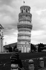 Ammirare la Torre (claudia_perilli) Tags: bw italy tower italia bn pisa tuscany toscana torrependente towerbell claudiaperilli