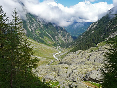 Wanderung Trift (duqueros) Tags: mountains nature clouds landscape schweiz switzerland view suisse stones walk natur wolken berge steine valley fir aussicht svizzera landschaft tal tanne wanderung wanderweg berneroberland trift gadmen kantonbern duqueiros