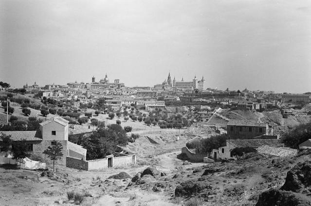 Toledo visto desde los Cigarrales en septiembre de 1962. Fotografía de Harry Weber. Österreichische Nationalbibliothek