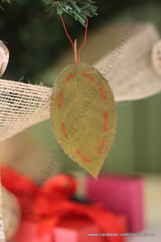 Manualidades: Cómo decorar un árbol de Navidad con reciclaje.