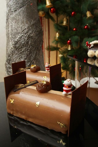 Hilton Xmas log cake 2010 - Cheese-Nut
