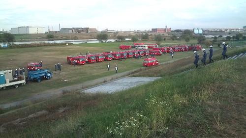 荒川LSD中。消防隊が訓練してます。
