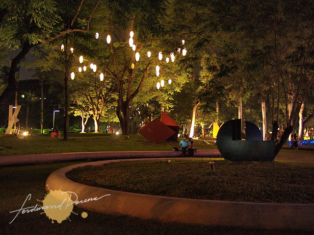 The Ayala Triangle Garden is big enough to find a quiet spot