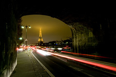 France - Paris 75016 - La Tour Eiffel (Thierry B) Tags: france architecture night geotagged photography frankreich europe cityscape exterior photos nacht outdoor dr frana bynight toureiffel monuments geotag fr extrieur iledefrance nocturne parijs idf pars  parigi    aaaaa geolocation 75019 pras  photographies gustaveeiffel   75016 visit75019    horizontales europedelouest   noctambule    cooliris   photosnocturnes gotagg thierrybeauvir  beauvir wwwbeauvircom estparisien droitsrservs 19mearrondissement  20101119