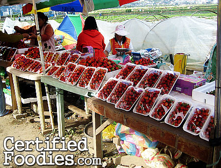 Pre-packed strawberries are being sold for Php 100-200 each - CertifiedFoodies.com