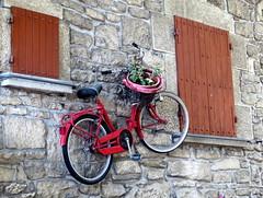 Parcheggio anti..furto!! (magister111) Tags: bikes red sanmarino