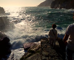 Soffermarsi. (lucia_cilli) Tags: thinking landscape nature wilde stone rocks utaly sunset portovenere old brave wave mare onde paesaggi liguria strapiombo scogli coraggio color dream tramonto suggestivo