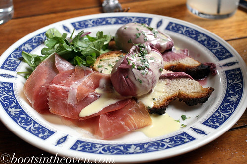 Red wine poached egg, la quercia prosciutto, sourdough and bearnaise