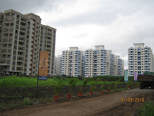 Kalpataru Harmony Wakad Pune - Mont Vert Tropez and Golden Cascade neighbors across the road