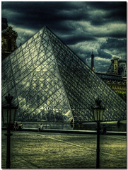 Louvres Museum - Paris - France (sergio.pereira.gonzalez) Tags: paris france museum photoshop pyramid muse museo francia pyramide franca hdr piramide louvres photomatix tonemapping canon400d sergiopereiragonzalez