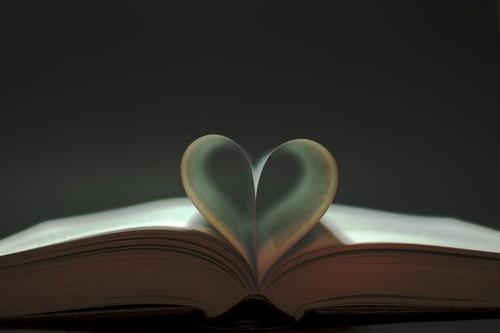 Bücherherz, Buch, Herz, Buchseite, Buchseiten, Fotografie