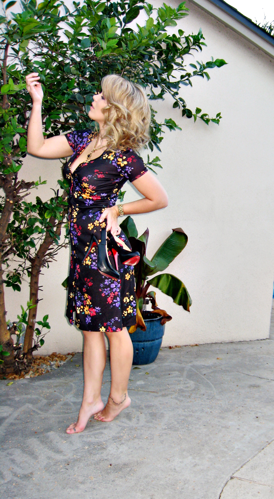 faux bob hair style+vintage floral print dress+louboutin shoes
