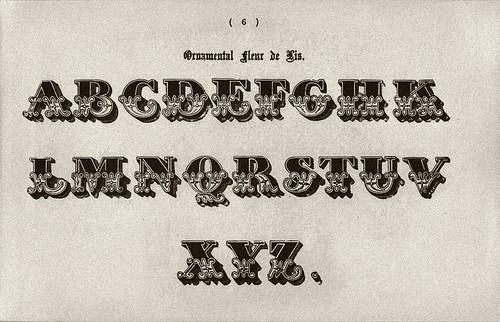 014-Alfabeto ornamental flor de lis-Examples of Modern Alphabets… 1913- Freeman Delamotte