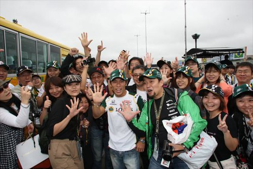 Takuma Sato and fans