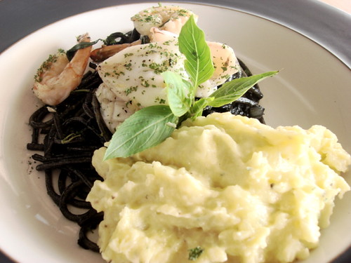 Pla dib - Black spaghetti with wasabi mashed potato 1