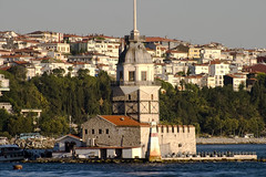 Kz kulesi (Maiden's Tower) (michael_hamburg69) Tags: lighthouse turkey asia asien europa europe urlaub trkiye sightseeing istanbul september trkei journey bosphorus 007 leuchtturm reise jamesbond 2010 estambul boaz maidenstower bosporus bosphore avrupa sehenswrdigkeiten byzanz stambul bsforo constantinopolis theworldisnotenough europeancapitalofculture mdchenturm kltr konstantinopel leanderturm byzantion bakenti kigkulesi dieweltistnichtgenug