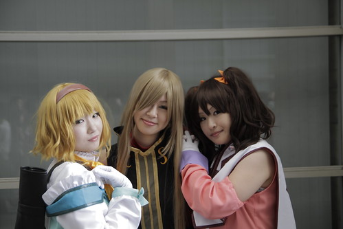 3 cute Tales of the Abyss cosplayers