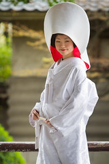Japanese Shinto bride : Osaka, Japan / Japn (Lost in Japan, by Miguel Michn) Tags: wedding portrait girl japan japanese bride chica retrato boda culture  redlips osaka shinto japonesa cultura novia osakajo osakacastle japn  labiosrojos  wataboshi flickraward sintosmo castillodeosaka  flickraward5 flickrawardgallery   kekkonsuru lpwhite